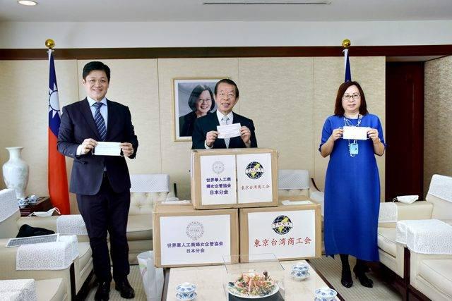 世華日本分會與東京台商會寄附防疫用品 謝長廷盼順利度過這次難關